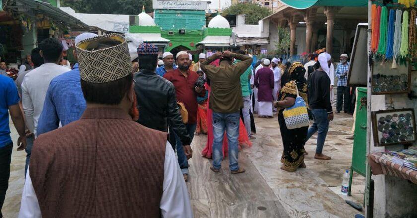 Visiting Ajmeer Sharif Hajrath Syed Khwaja Garib Newaz (R.) Dargah